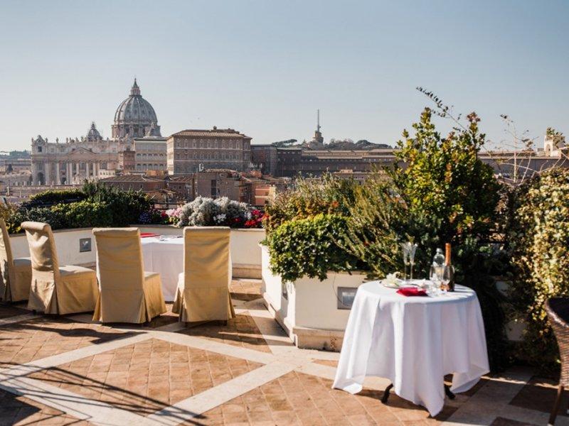 Символическая свадьба с видом на Ватикан