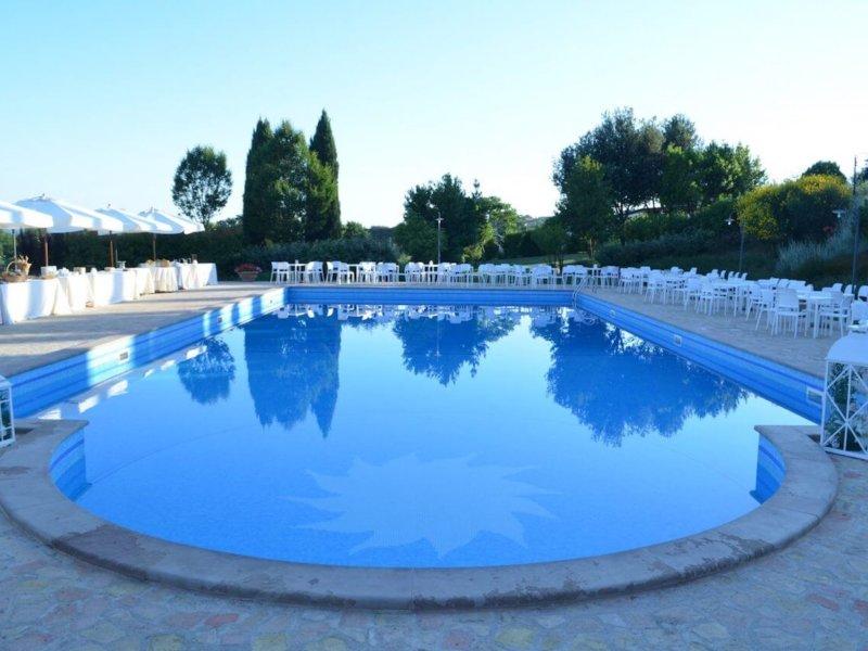 Официальная свадьба в Италии на вилле с бассейном